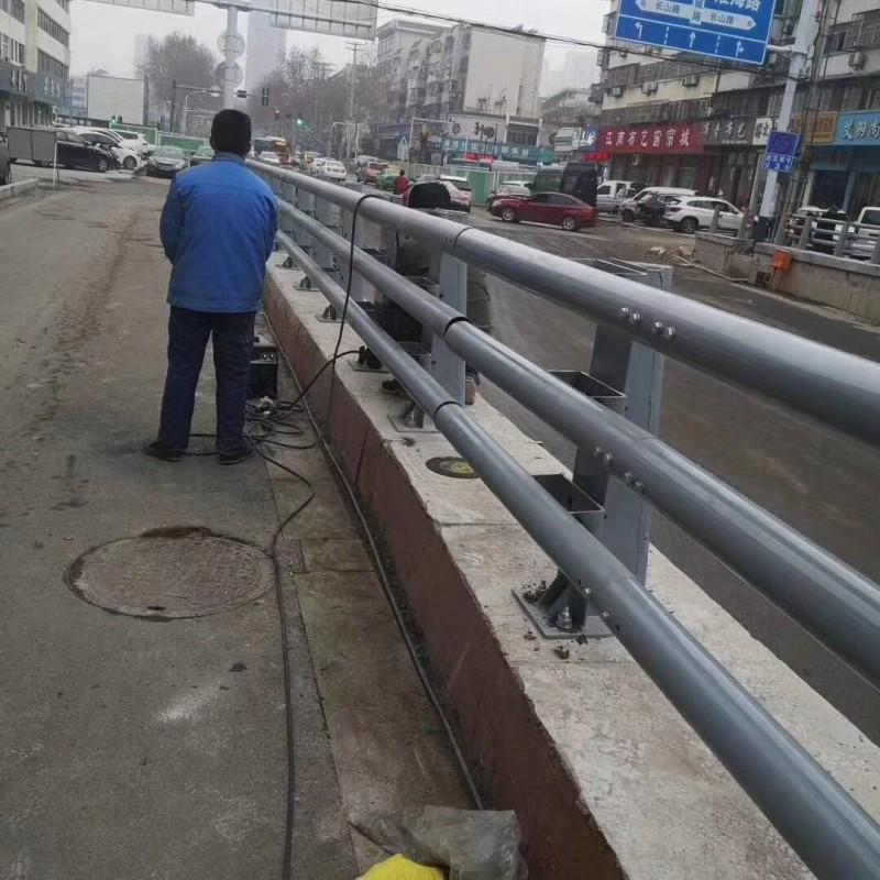 安徽路边防撞护栏多少钱每延米