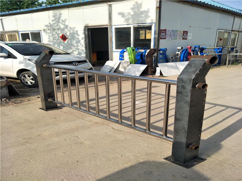 珠海碳钢不锈钢复合管护栏施工现场案例