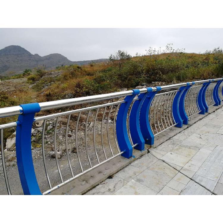 广东珠海304不锈钢河道护栏照明定制设计
