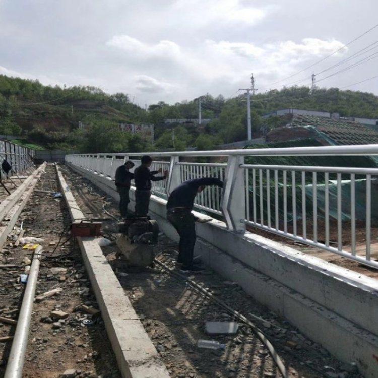 珠海复合管桥梁防撞护栏诚信合作厂家