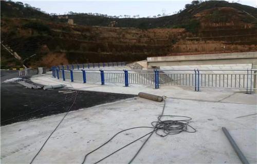 河北各种规格路桥护栏勘量工地定做