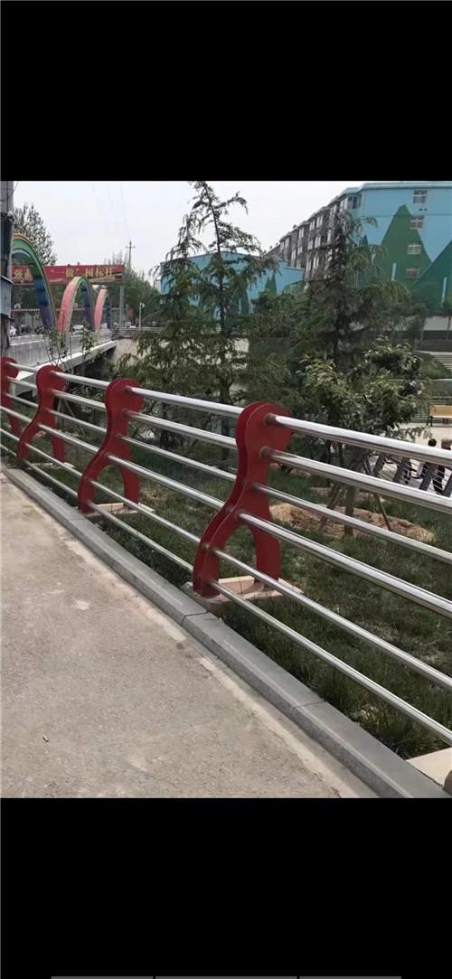 山东不锈钢天桥栏杆坚固耐用
