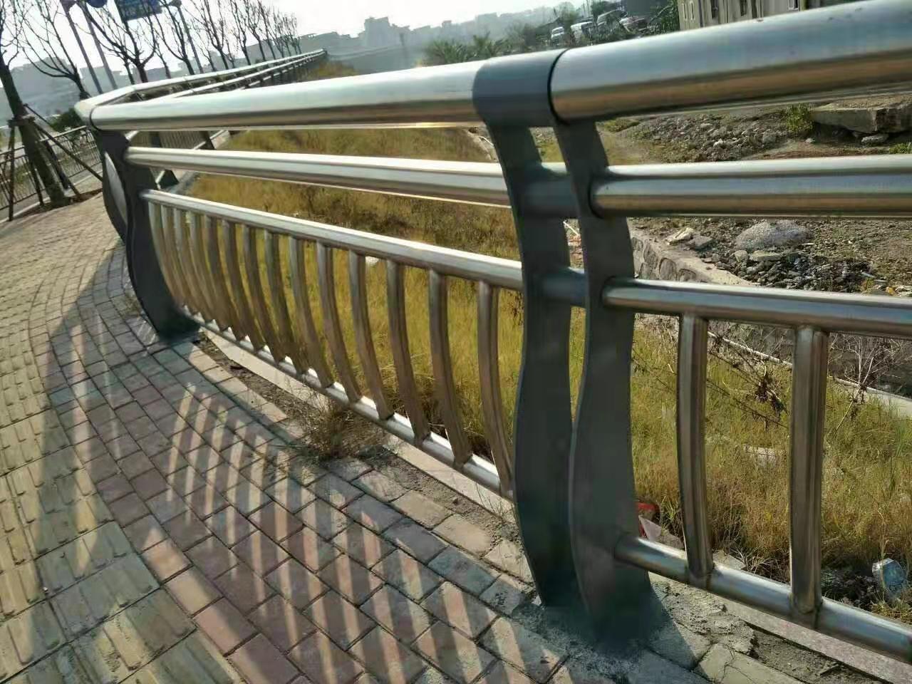 德宏双金属桥梁护栏实时报价
