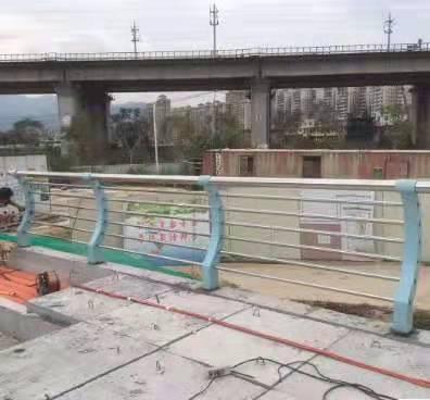 德宏不锈钢碳素钢桥梁护栏实时报价