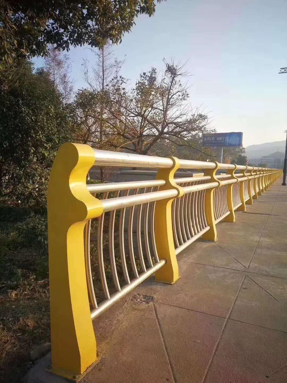 邯郸双金属桥梁护栏外形美观