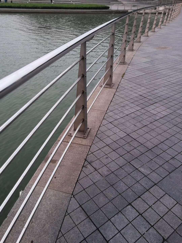 珠海拉丝不锈钢护栏一米报价