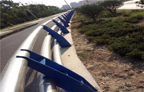 山东防撞栏杆款式多样化